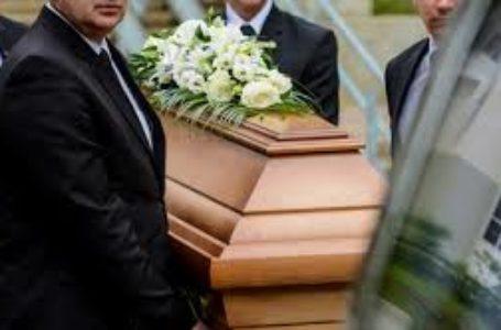 Transportul persoanelor decedate nu mai reprezinta o problema. Firmele de pompe funebre au masini si personal specializat la dispozitia dvs.