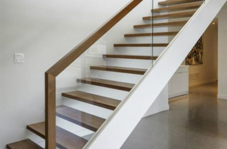 Cum sa ai design modern si siguranta sporita pentru cei care folosesc scarile? Folosesti balustrade de sticla securizata