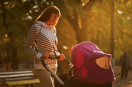 Când poate călători un bebeluș într-un cărucior?